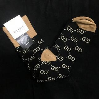 グッチ(Gucci)の【グッチ】ロゴ柄 ハイソックス 黒+茶(ソックス)