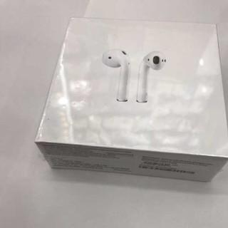 アイフォーン(iPhone)の正規品 Apple アップル AirPods (ヘッドフォン/イヤフォン)
