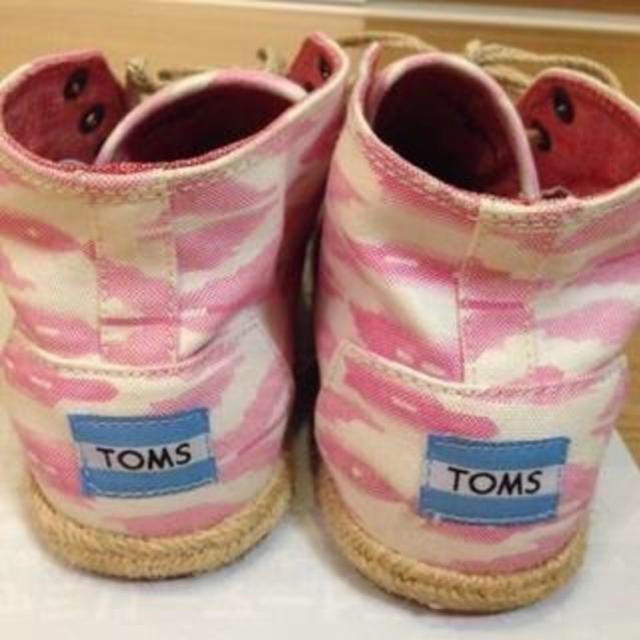 TOMS(トムズ)の美品!24cm涼しくはけて、軽い履き心地! 春、夏用トムズスニーカ TOMS レディースの靴/シューズ(スニーカー)の商品写真