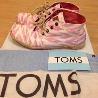 トムズ(TOMS)の美品!24cm涼しくはけて、軽い履き心地! 春、夏用トムズスニーカ TOMS(スニーカー)