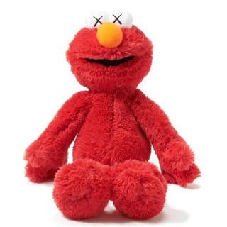 ユニクロ(UNIQLO)の新品 kaws エルモ ユニクロ カウズ セサミストリート ぬいぐるみ 人形(ぬいぐるみ)