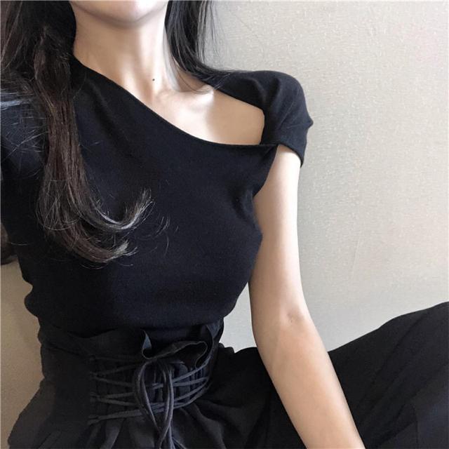 Ameri VINTAGE(アメリヴィンテージ)のねじりショルダートップス《ブラック》 レディースのトップス(Tシャツ(半袖/袖なし))の商品写真