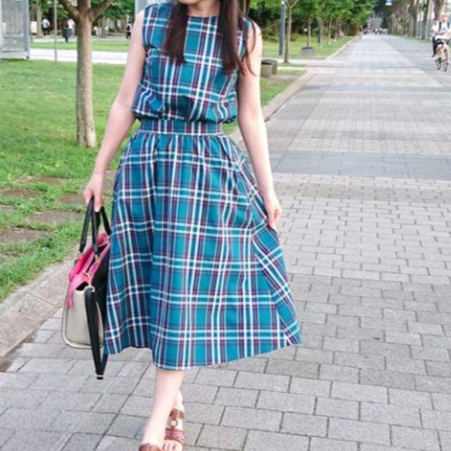 GU(ジーユー)のGU チェックバックボタンブラウス(ノースリーブ) スカート レディースのワンピース(ひざ丈ワンピース)の商品写真