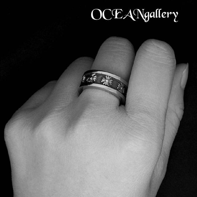 送料無料 25号 シルバーサージカルステンレスクロス十字架フープスペーサーリング メンズのアクセサリー(リング(指輪))の商品写真