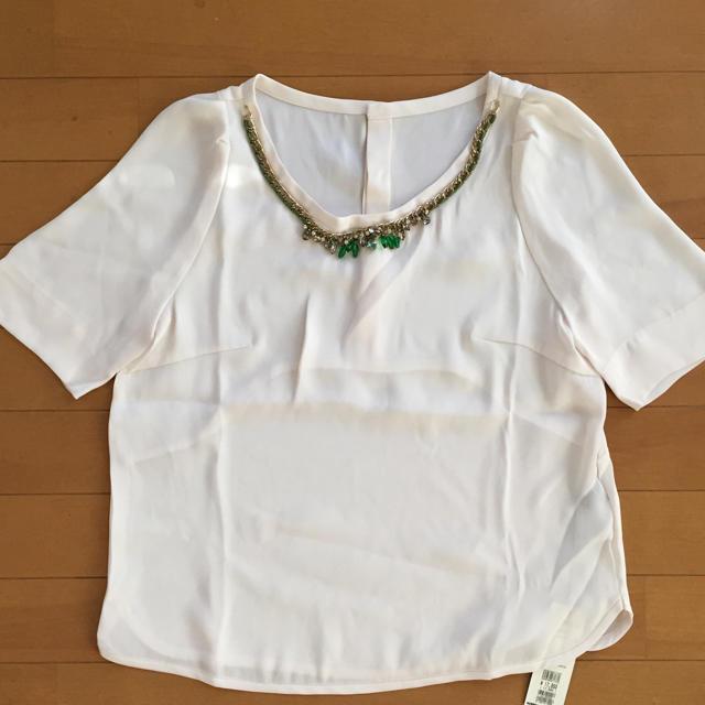 INED(イネド)の【未使用品✨】INED ビジュー付ブラウス レディースのトップス(シャツ/ブラウス(半袖/袖なし))の商品写真