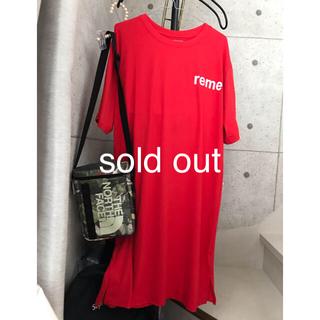 ミモレ丈程のTシャツワンピ Lくらい 赤 ロゴプリント 韓国(ロングワンピース/マキシワンピース)