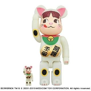フジヤ(不二家)の新品 BE@RBRICK 招き猫 ペコちゃん 蓄光 100% & 400%(キャラクターグッズ)
