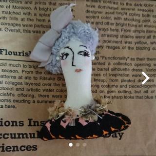 ミナペルホネン(mina perhonen)のマリメッコ布使用 ハンドメイド ドール ブローチ 刺繍 はぎれ ミナペルホネン(コサージュ/ブローチ)