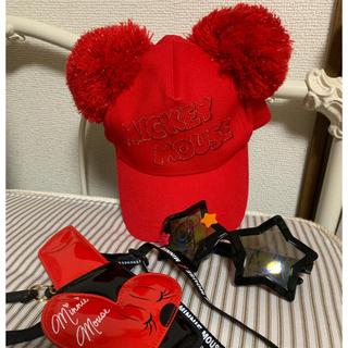 ディズニー(Disney)のディズニー ポンポンキャップ赤 パスケース口紅 星型サングラス(キャラクターグッズ)