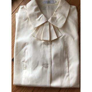 エンジョイ(enjoi)の事務服 リボン付き ブラウス 薄いイエロー 9号(シャツ/ブラウス(半袖/袖なし))