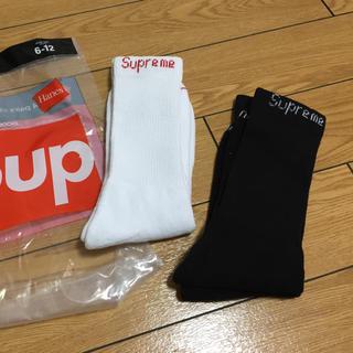 シュプリーム(Supreme)の二足 白 黒 supreme hanes crew socks 靴下 ソックス (ソックス)