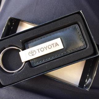 トヨタ(トヨタ)のトヨタロゴ入り!高級感あるキーホルダーです。(キーホルダー)
