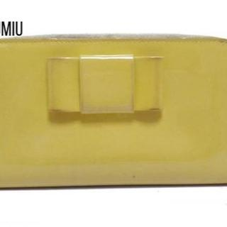 ミュウミュウ(miumiu)のmiumiu(ミュウミュウ) 長財布 - イエロー ラウンドファスナー/リボン(財布)
