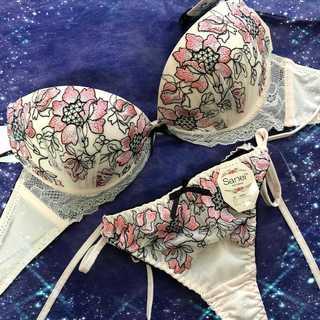 クラシカルフラワー刺繍レースブラジャー&サイド紐Tバック ピンク(ブラ&ショーツセット)