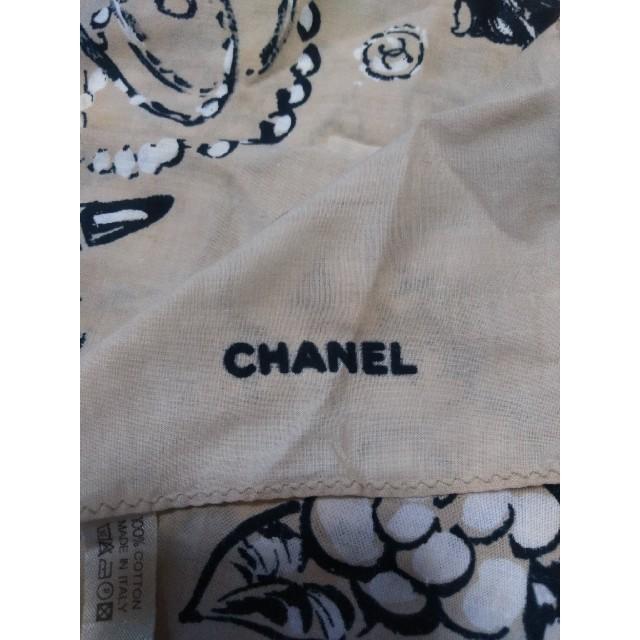 CHANEL(シャネル)のCHANEL カメリア柄 バンダナ ハンカチ レディースのファッション小物(ハンカチ)の商品写真