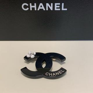 シャネル(CHANEL)のシャネル  ブローチ 黒 ノベルティ(ブローチ/コサージュ)