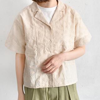 カスタネ(Kastane)の刺繍 開襟 シャツ(シャツ/ブラウス(半袖/袖なし))