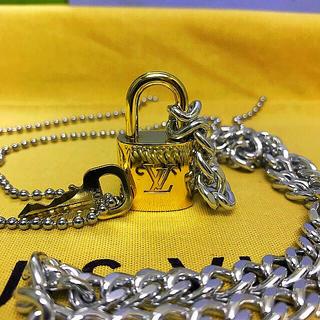 ルイヴィトン(LOUIS VUITTON)のLOUISVUITTON パドロック カデナ 南京錠 鍵有り 305 (ネックレス)