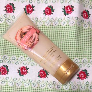 ヴィクトリアズシークレット(Victoria's Secret)の☆ 新品 ヴィクトリアズ シークレット Bath&Shower CREAM ♡(ボディソープ / 石鹸)