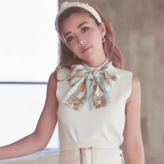 エイミーイストワール(eimy istoire)のeimy今期スカーフ付きトップスホワイト(ニット/セーター)