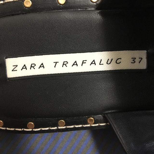 ZARA(ザラ)の6/18削除 ZARA スタッズつきフラットサンダル 37 レディースの靴/シューズ(サンダル)の商品写真