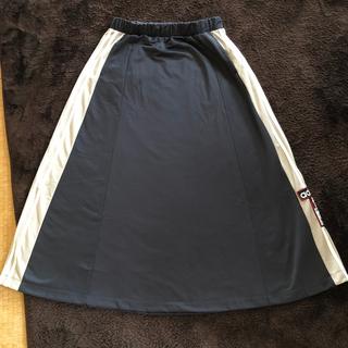 adidas スカート