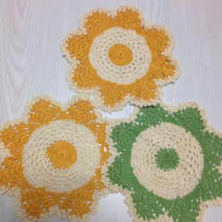 ドイリー お花柄 オレンジ2枚グリーン1枚セット(インテリア雑貨)
