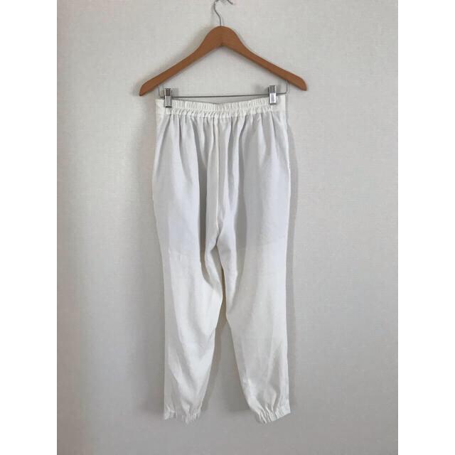 GU(ジーユー)のGU テーパード パンツ ホワイト XL レディースのパンツ(カジュアルパンツ)の商品写真