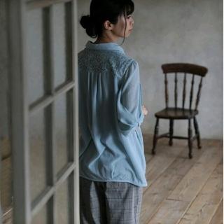 ソルベリー(Solberry)の新品未使用品 リボン袖ブラウス M サックスブルー (シャツ/ブラウス(半袖/袖なし))