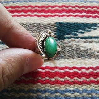 インディアン(Indian)のインディアンジュエリー ナバホ族 マラカイト シルバーリング 指輪 ターコイズ(リング(指輪))