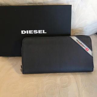 ディーゼル(DIESEL)の洗練されたデザイン  グレーデニム(長財布)