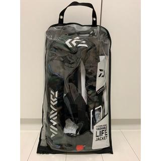 ダイワ(DAIWA)のダイワ DF‐2007 ライフジャケット グリーンカモ 桜マークA  新品未使用(ウエア)