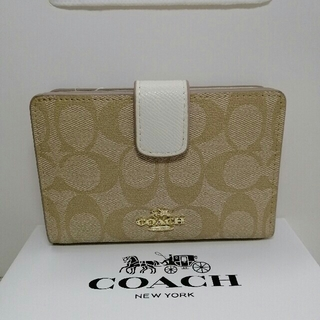 COACH - COACH(コーチ)の二つ折り財布   F53562
