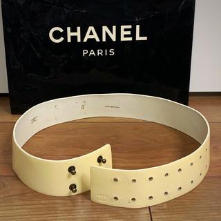 シャネル(CHANEL)のビンテージ  フランス製 CHANELエナメルレザー ベルト(ベルト)