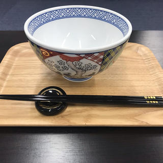 ヨシノヤ(吉野家)の新品・未使用!吉野家 丼ぶり+箸、箸置きセット ノベルティ スタンプカード4枚(食器)