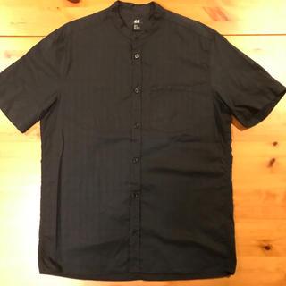 エイチアンドエム(H&M)のH&M 半袖ノーカラーシャツ ブラック(シャツ)