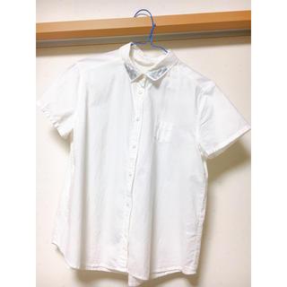 サマンサモスモス(SM2)の半袖 白シャツ 刺繍入り(シャツ/ブラウス(半袖/袖なし))