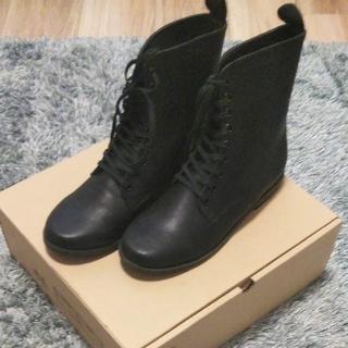 フェリシモ(FELISSIMO)の編上げブーツ ブラック 24.0(ブーツ)