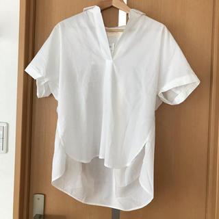 アースミュージックアンドエコロジー(earth music & ecology)の新品タグ付き 白シャツ(シャツ/ブラウス(半袖/袖なし))