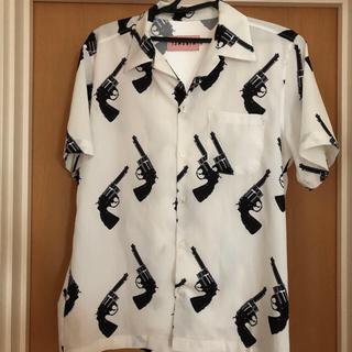 ピースマイナスワン(PEACEMINUSONE)の13MONTH ピストルシャツ(シャツ)