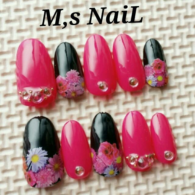 ピンク×ブラック♡リゾフラネイル コスメ/美容のネイル(つけ爪/ネイルチップ)の商品写真