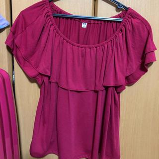 ユニクロ(UNIQLO)のUNIQLO オフショルダー半袖 レッド(Tシャツ(半袖/袖なし))