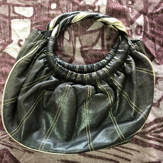 ツモリチサト(TSUMORI CHISATO)のツモリチサト 皮 バック ブラック&ゴールド(ハンドバッグ)