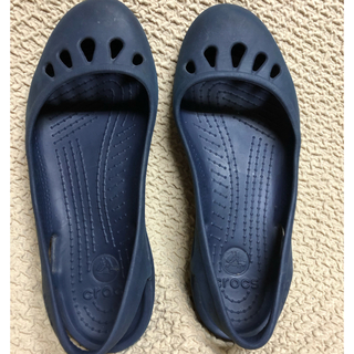クロックス(crocs)のクロックス  w9  紺色(サンダル)