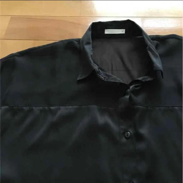GU(ジーユー)のGU  ブラックシャツ レディースのトップス(シャツ/ブラウス(半袖/袖なし))の商品写真