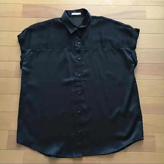 ジーユー(GU)のGU  ブラックシャツ(シャツ/ブラウス(半袖/袖なし))