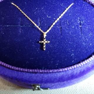 アガット(agete)のagete アガット K18 0.03ctブラックダイヤ クロス ネックレス(ネックレス)