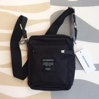 マリメッコ(marimekko)の新品 marimekko CASH&CARRY ショルダーバッグ ブラック(ショルダーバッグ)