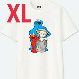 ユニクロ(UNIQLO)のUT  カウズ セサミストリート コラボ  白 シャツ  ユニクロ(Tシャツ/カットソー(半袖/袖なし))