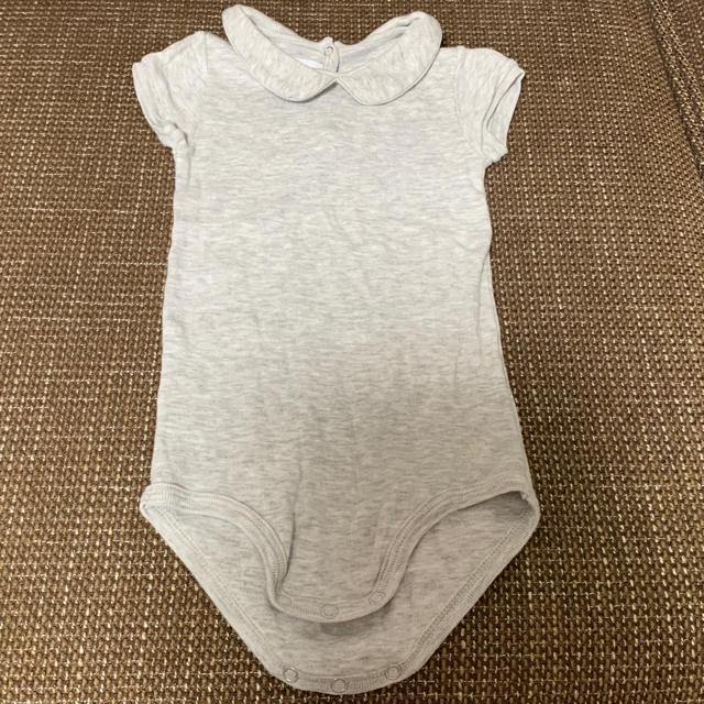 PETIT BATEAU(プチバトー)のプチバトー 襟付き半袖ボディ白、グレー18m 靴下 3点セット キッズ/ベビー/マタニティのベビー服(~85cm)(肌着/下着)の商品写真